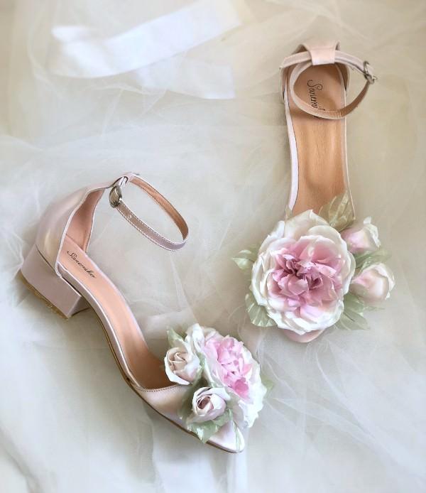 Sanemiko Çiçek Detaylı Kısa Topuklu Gelin Ayakkabısı