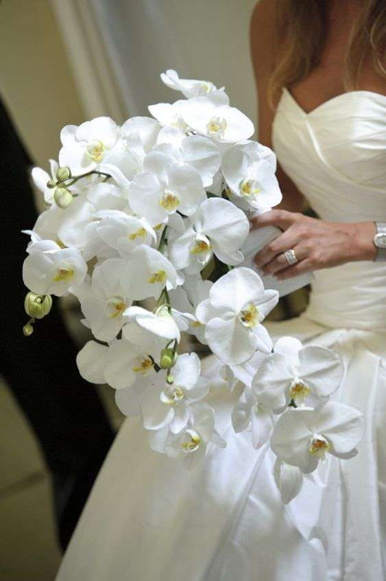 Sarkıt Beyaz Orkideden Gelin Buketi