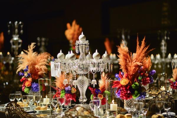 Armoni Davet - Canlı Renklerde Çiçekler ve Pampas Ağırlıklı Masa Düzenlemesi