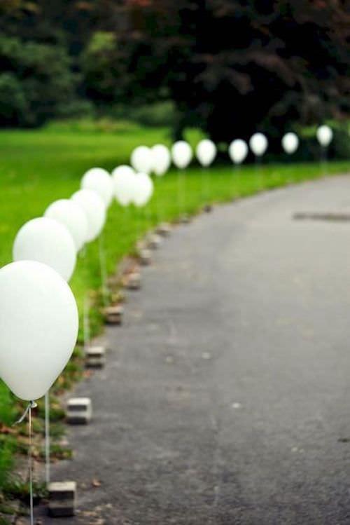 Balonlarla Süslenmiş Yol