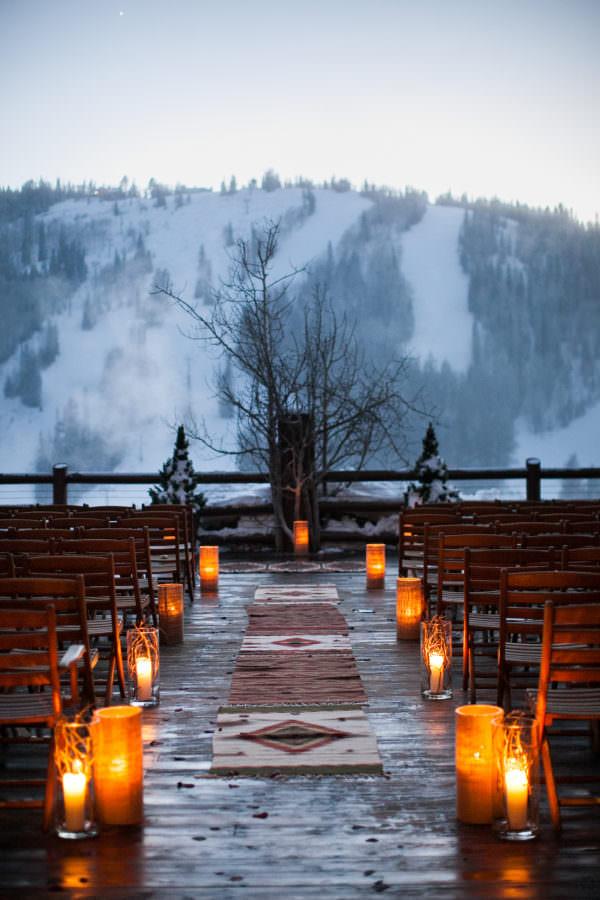 Dağ Manzaralı Rustik Tarzda Kış Düğünü Dekorasyonu